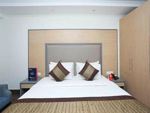 Oyo 11325 Hotel Superb