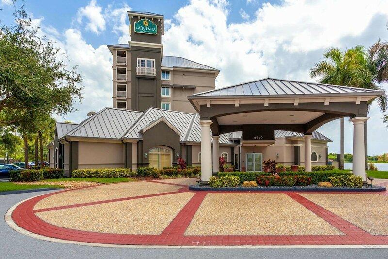 La Quinta Inn & Suites by Wyndham Ft. Lauderdale Airport