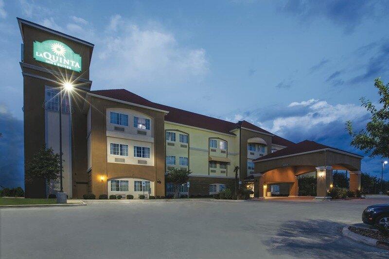 La Quinta Inn & Suites by Wyndham Kyle - Austin South