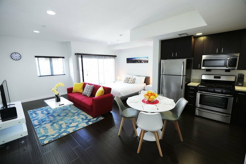 Hollywood Bright Suites