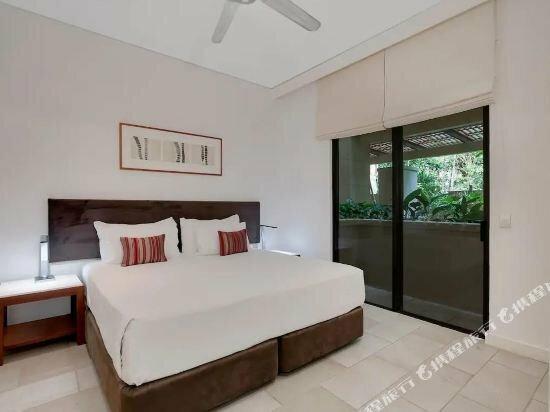 Pullman Palm Cove Sea Temple Resort & SPA