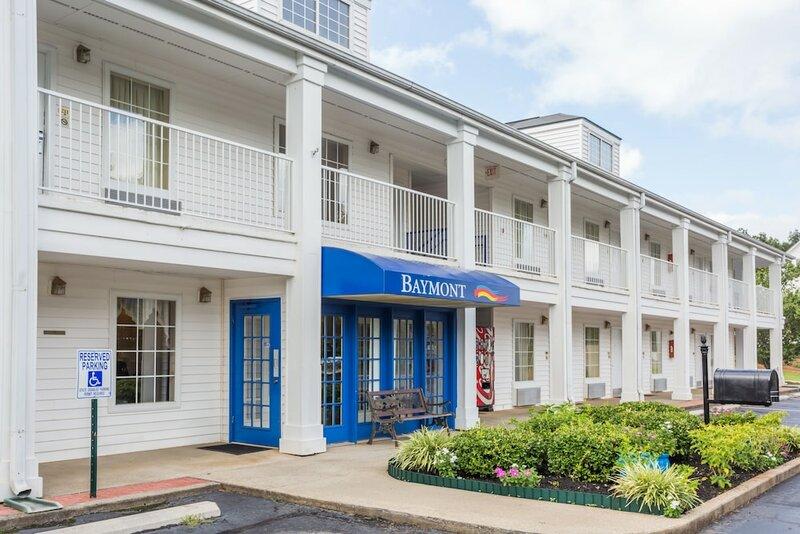 Baymont by Wyndham Greenwood Motel