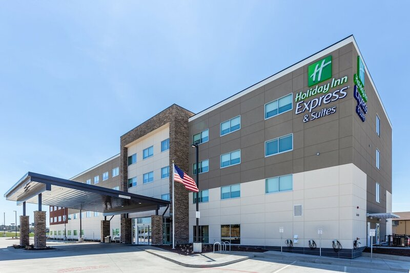 Holiday Inn Express & Suites Springfield North, an Ihg Hotel