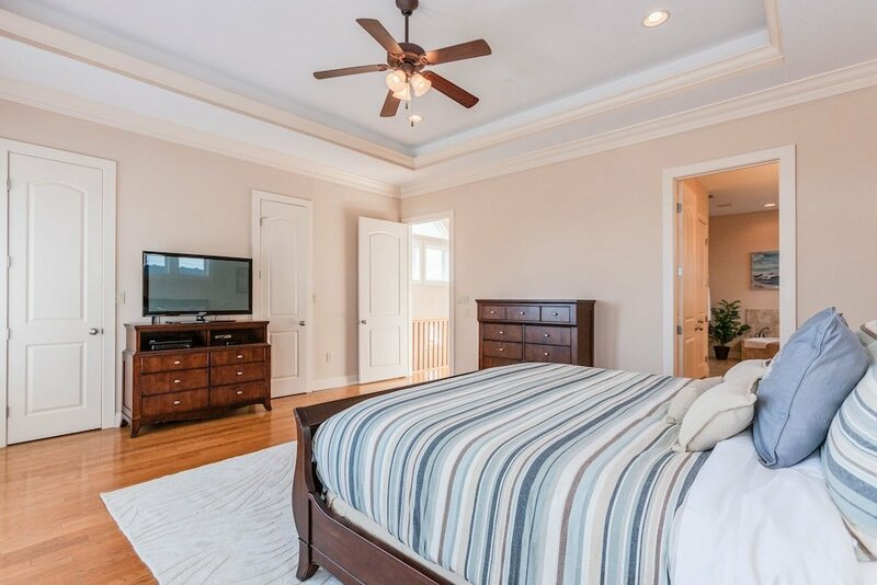 4br W Guest Suite & Pool Access 4 Bedroom Townhouse