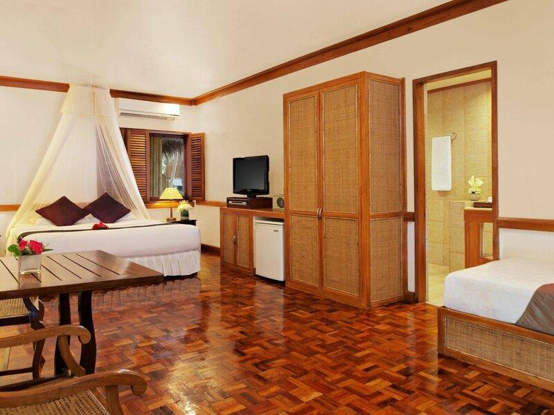 Отель Fridays Boracay Beach Resort