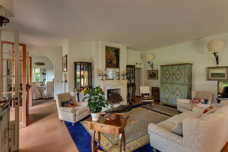 Forte dei Marmi renewed 6 bedroom villa