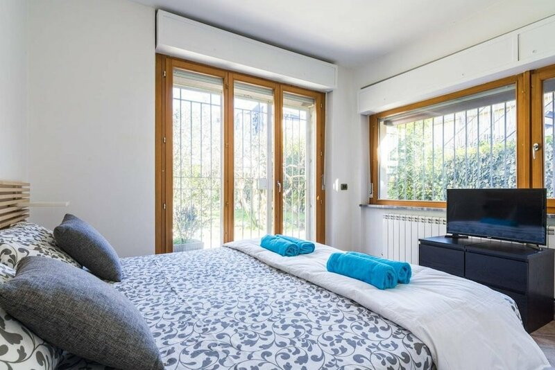 Four Bedroom Villa Near Metro