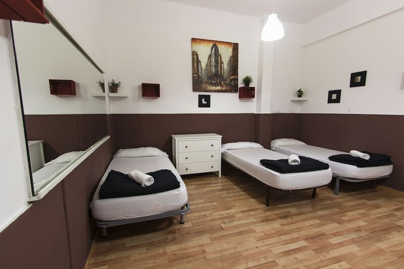 Break N Bed Hostel