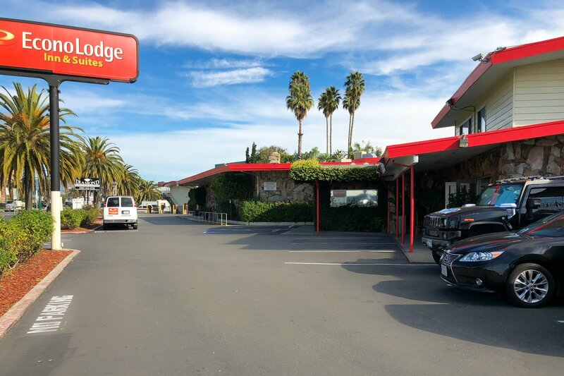 Econo Lodge Inn and Suites Oakland Airport