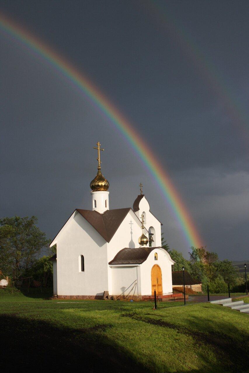 часто красивые картинки с церквями и радугой ничего запрещала