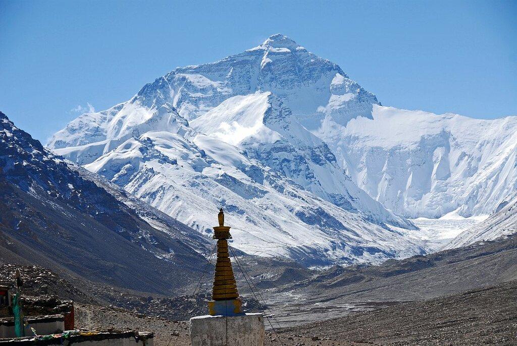 Смертельна магія Евересту: чим приваблює мандрівників найвища гора ... | 686x1024