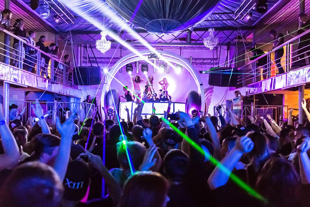 Ночные клубы с петербурга остров клубы в москве самбо