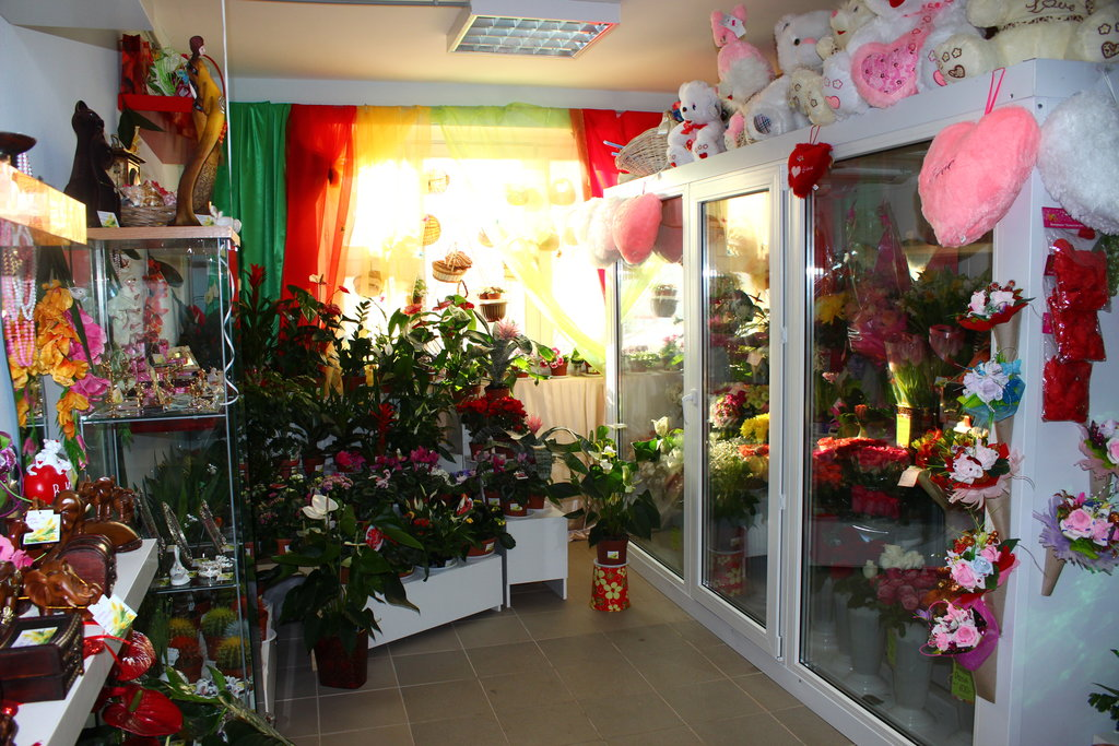 Магазин среди цветов в москве адрес