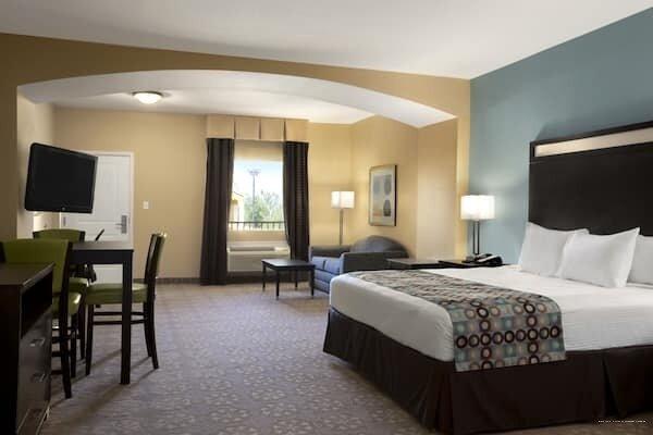 Days Inn & Suites by Wyndham Gonzales