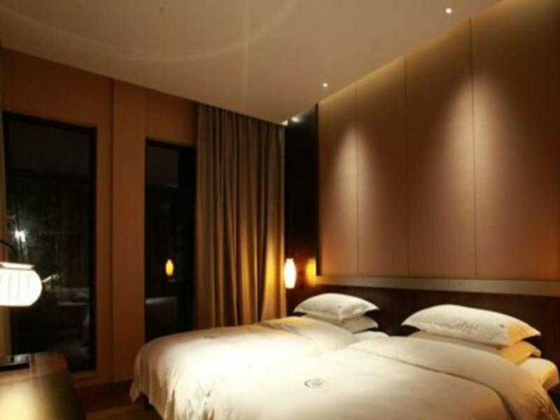 1004 Hotel