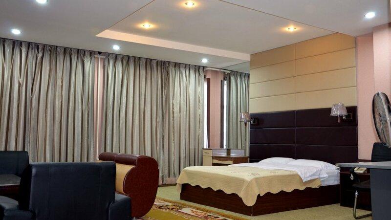 Отель 50°100° Hotel & Restaurant