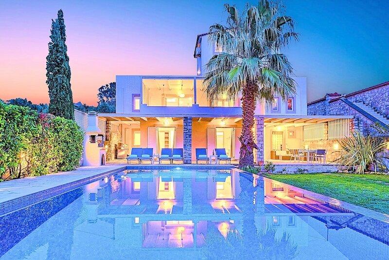 Cretan Mansion with Heated Swimming Pool