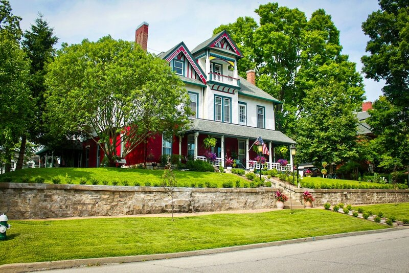 Evans Holly Grove Inn Bed and Breakfast