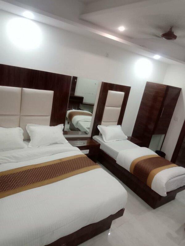 Adb Rooms Hotel Crystal Deluxe