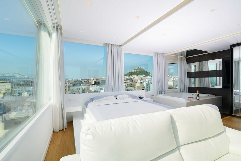 Central Majestic Penthouse in the heart of Athens Plaka