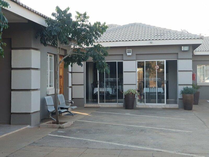 Kalahari Sands Guest Lodge