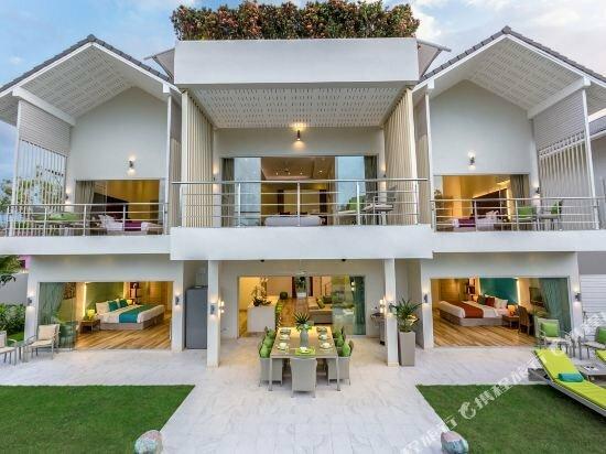 Luxury villa Mojito in a beachfront villa resort
