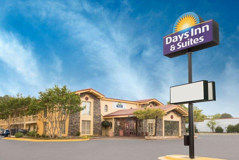 Days Inn & Suites Huntsville Space Center