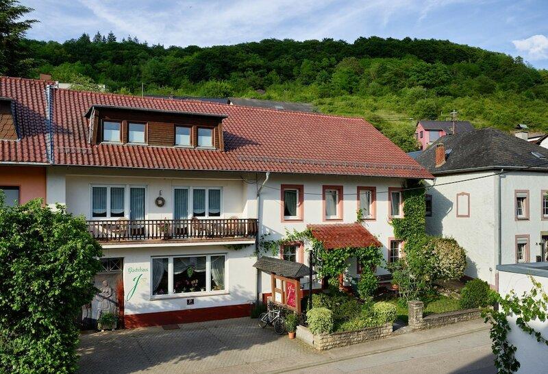 Johannishof Wein-café & Gästehaus