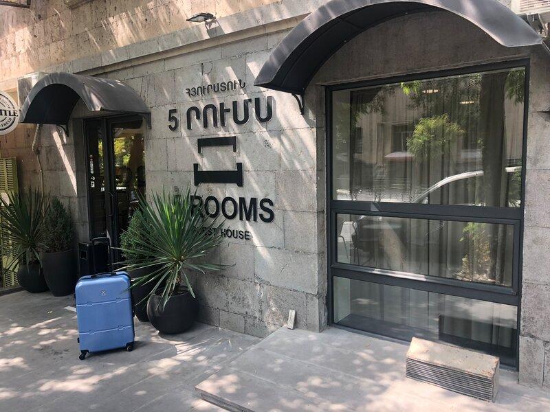 5 Rooms Mini-Hotel & Tours