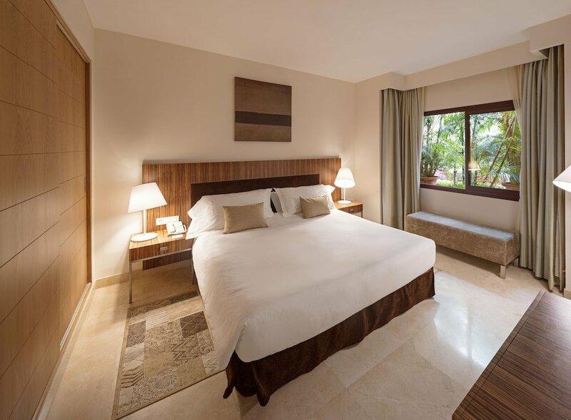 Deluxe Villas Don Carlos Resort