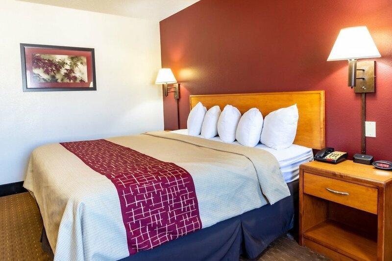 Bearcat Inn and Suites