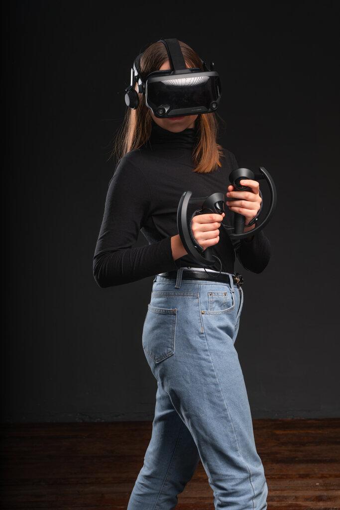 реклама виртуальной реальности фото с пауком человеку