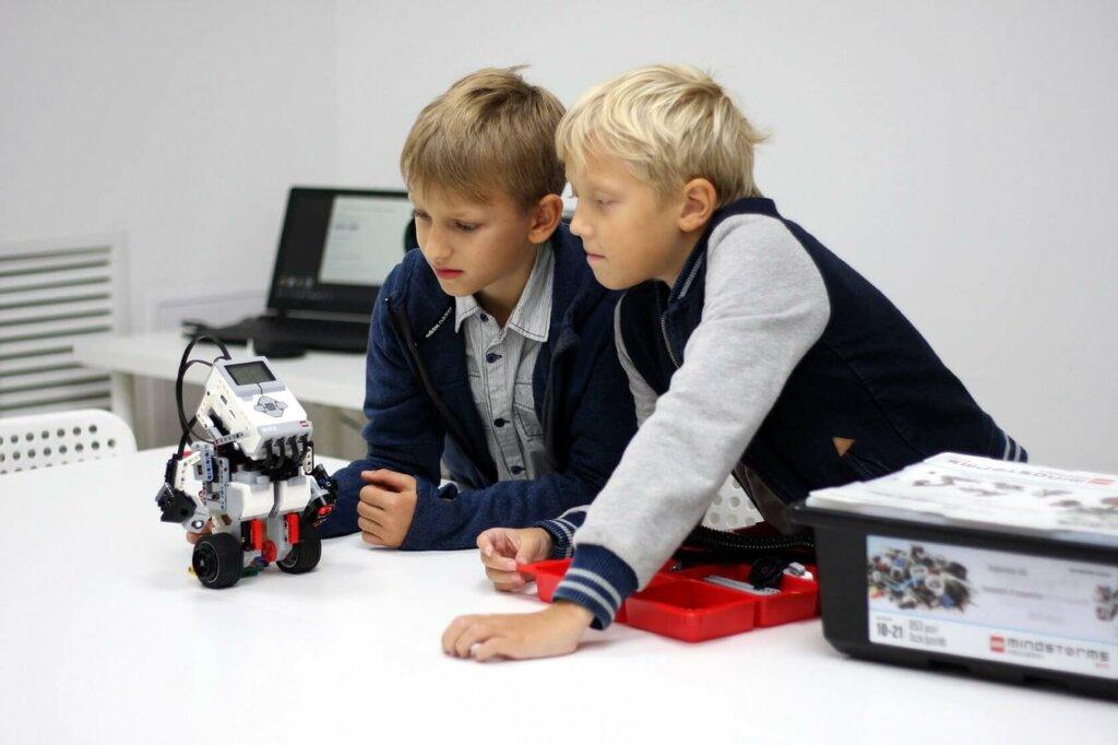 Ребенок и робот картинки