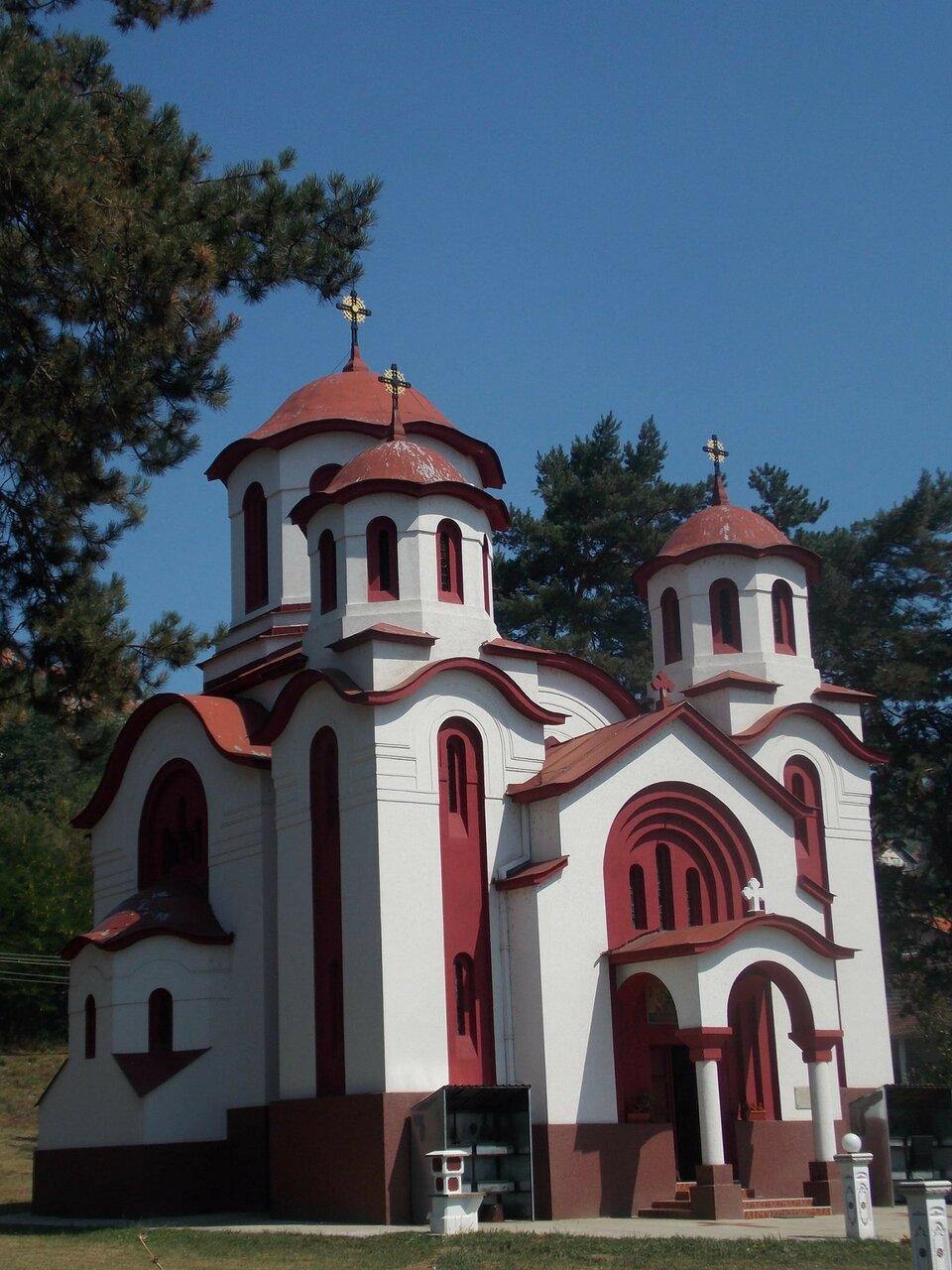 фото сербской церкви в москве этой поры
