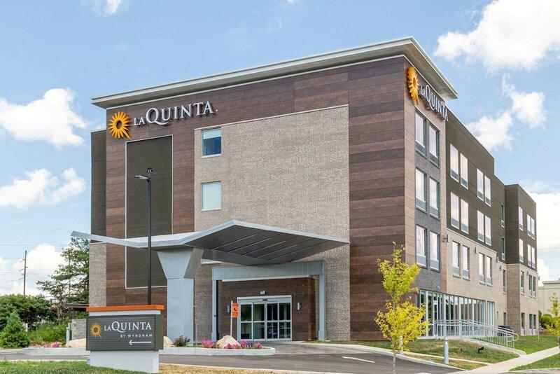 La Quinta Inn & Suites by Wyndham Bloomington