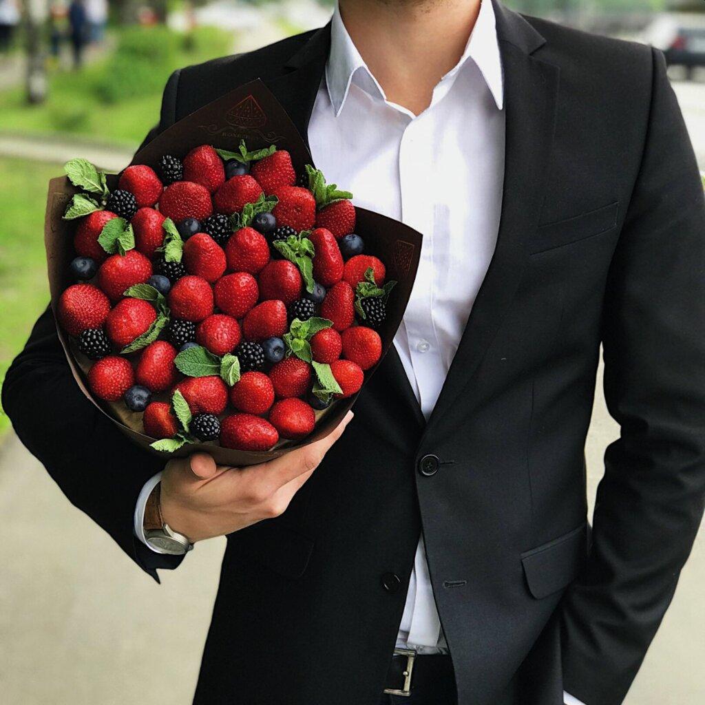 красивые букеты в руках мужчин в картинках вам действительно