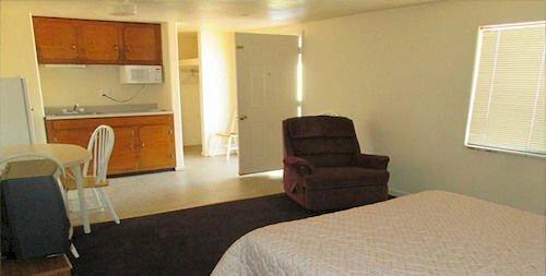 Topaz Inn & Suites
