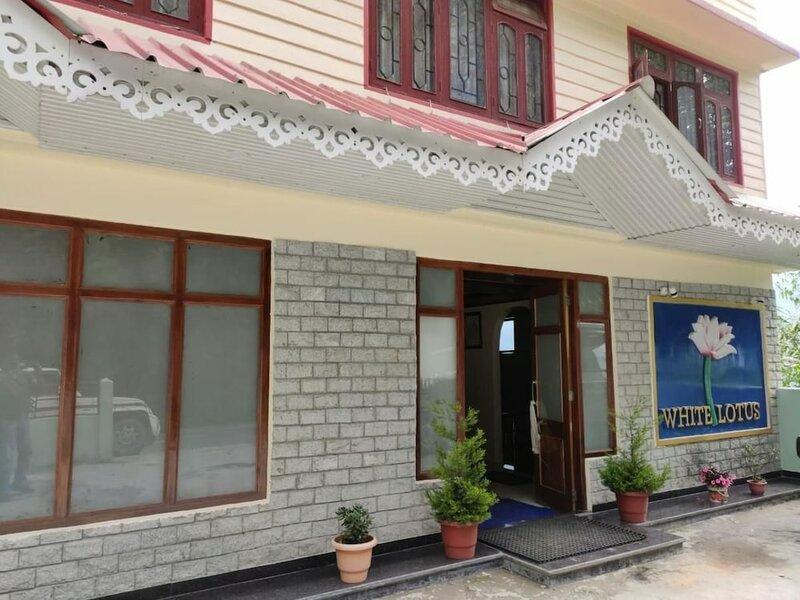 Hotel White Lotus