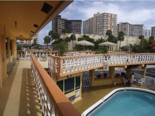 Sundeck Motel And Apartments