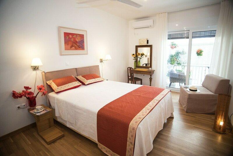 Upstreet Luxury Apartments in Plaka