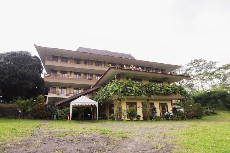 Oyo 735 New Panjang Jiwo Resort