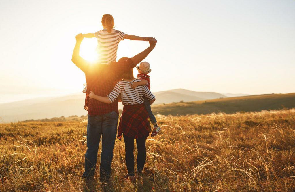 фото семьи со спины сочетание