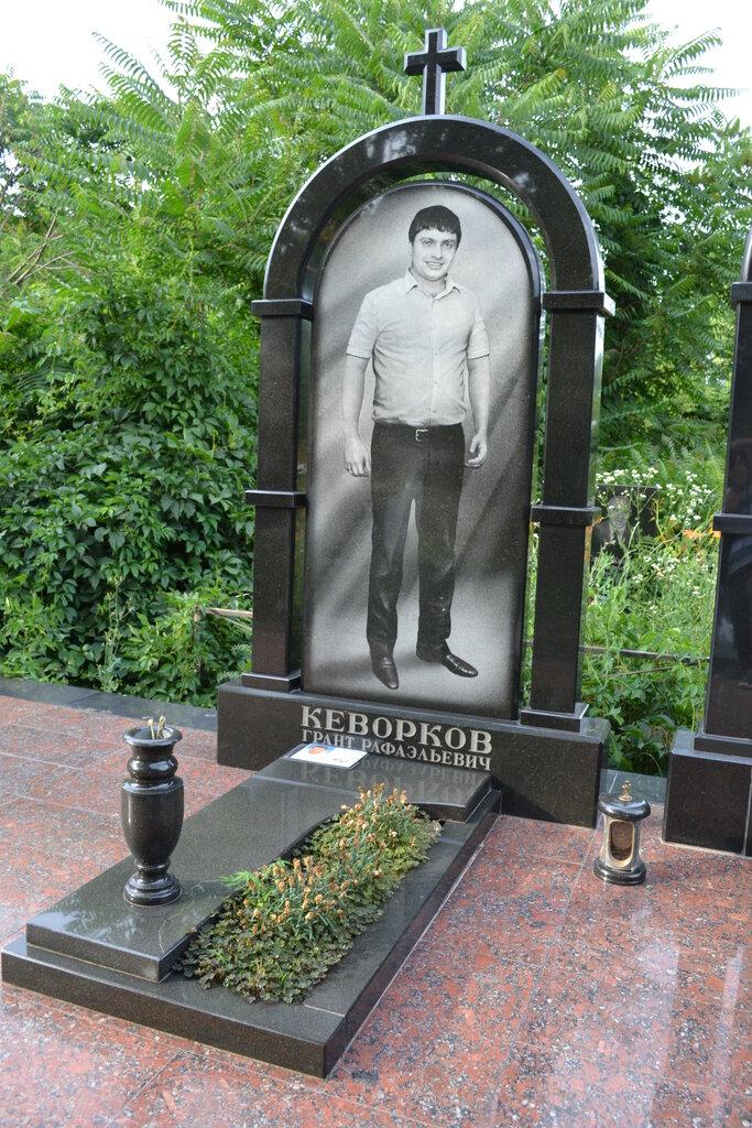 общем смысле, изготовление фото на надгробный памятник в анапе снимается