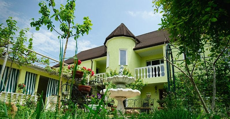 Зелёный дворик