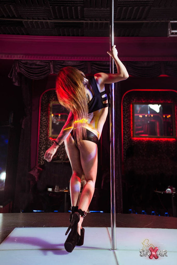dundee-strip-club-review-woman-black-cock