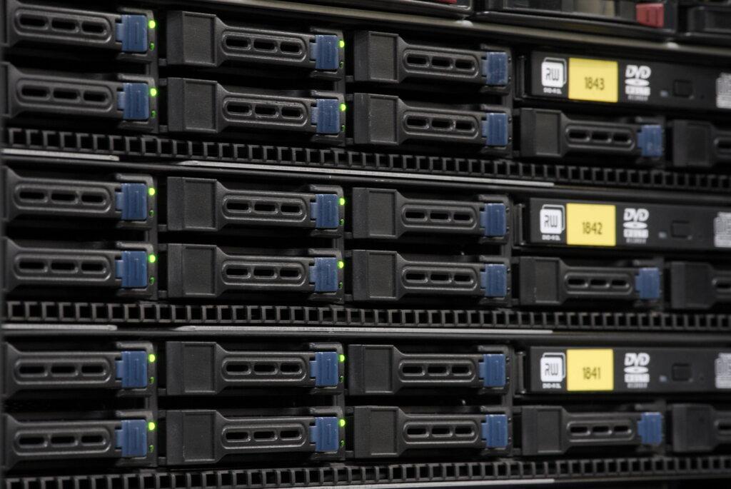поставить сервер на хостинг cs go