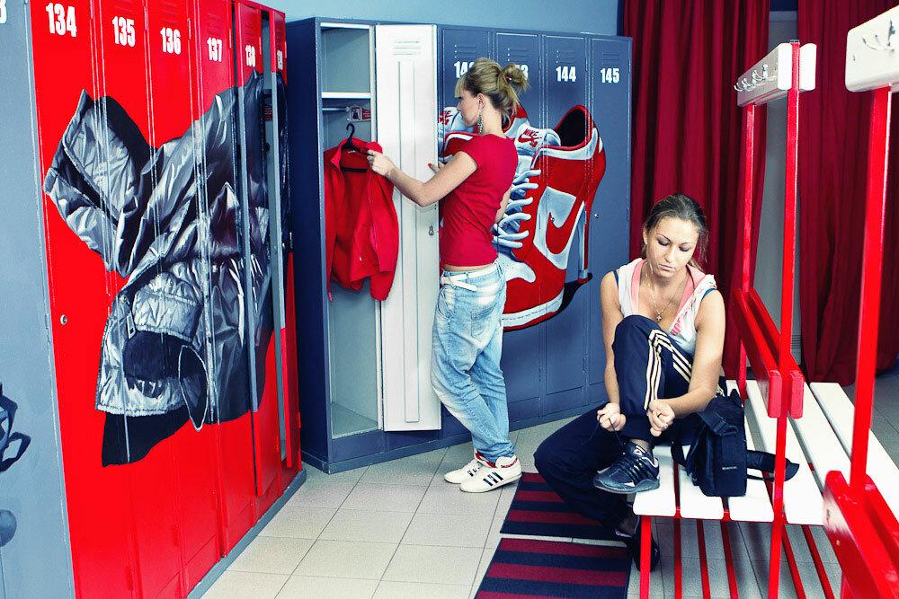 девчонки в раздевалке спортзала - 9