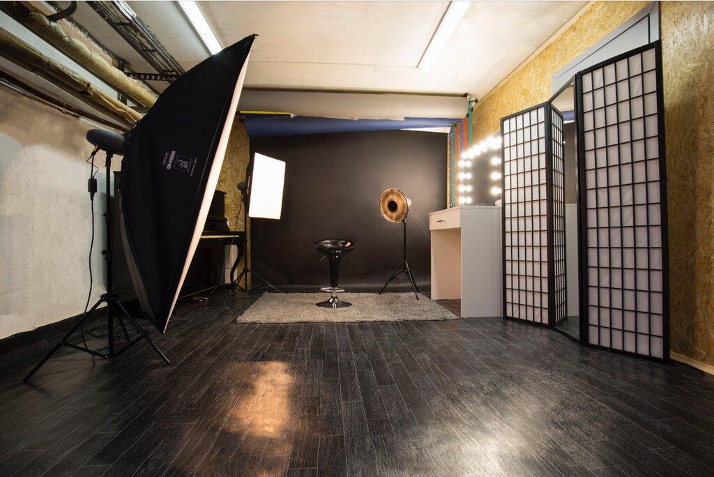 ждет профессиональная фотостудия в стиле техно творческой профессии
