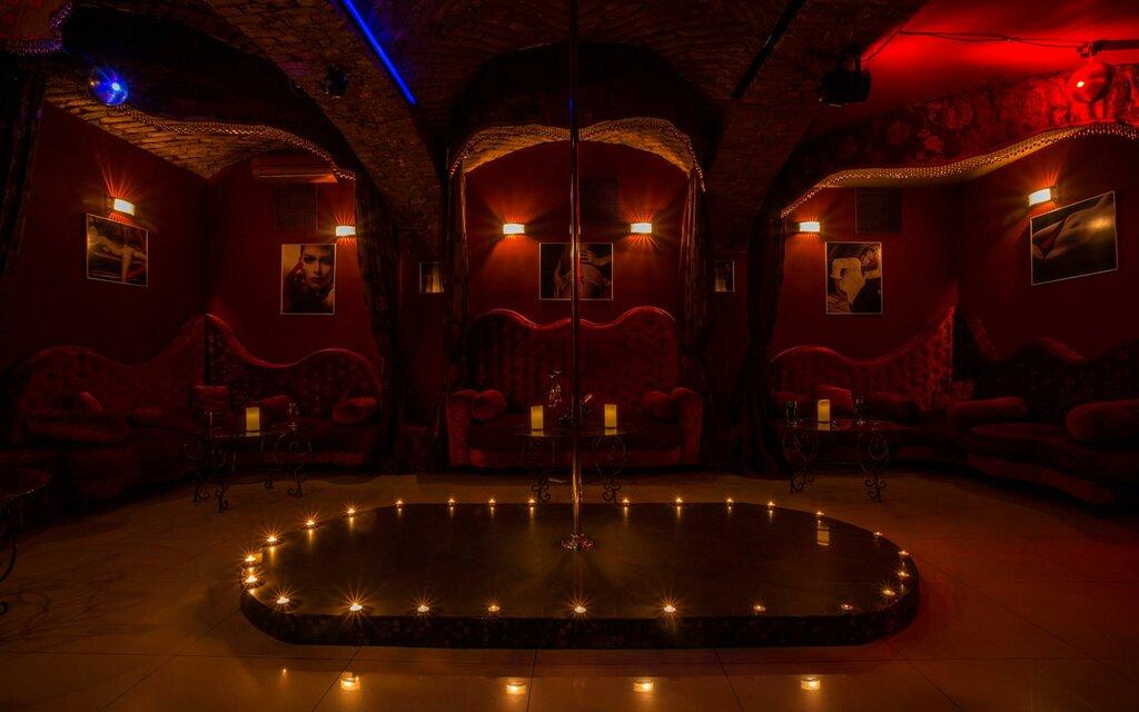 Стриптиз бар на конюшенной девочки в закрытом клубе