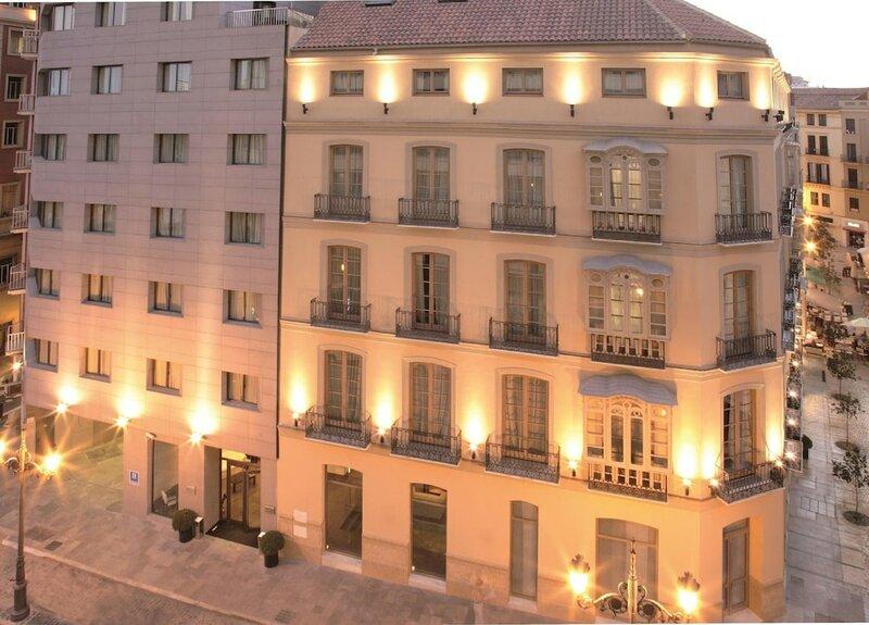 Отель Molina Lario